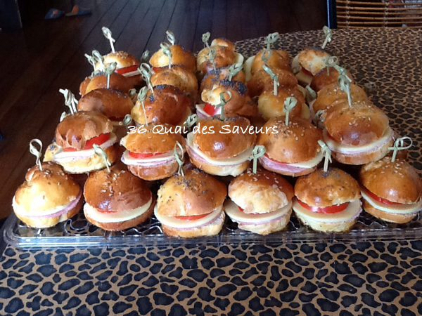 Mini hamburger tomate jambon gouda